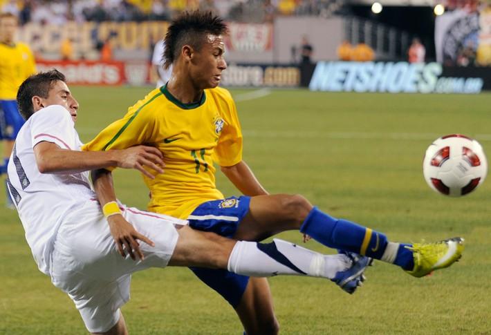 Neymar: Chỉ dịch đi 2 cm nữa, là tôi đã phải ngồi xe lăn cả đời - Ảnh 4.
