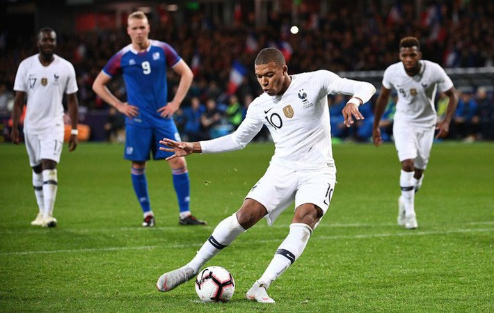 Ở tuổi 19, Mbappe tiếp tục xô đổ kỷ lục khó tin trong lịch sử bóng đá Pháp - Ảnh 1.