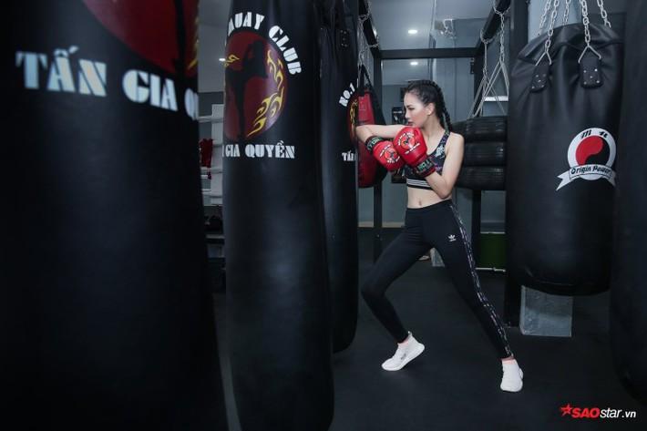 Siêu mẫu Bùi Quỳnh Hoa suýt ngất vì khổ luyện Muay Thái - Ảnh 8.
