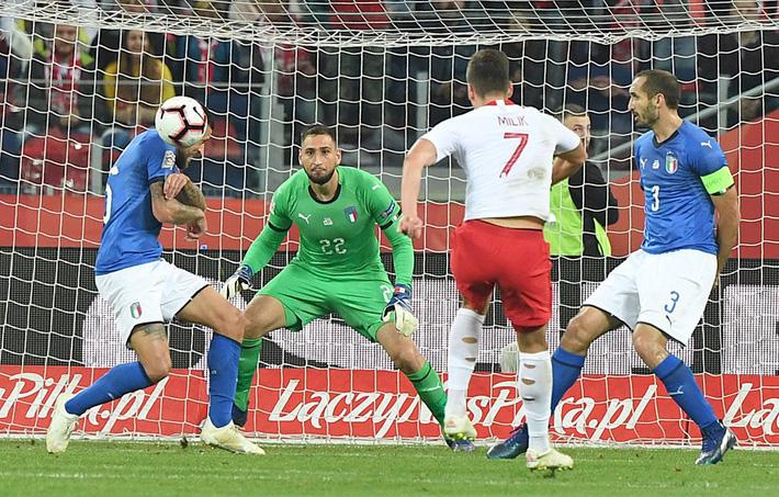 Italia ghi bàn phút bù giờ, tiễn Lewandowski và đồng đội xuống hạng - Ảnh 3.