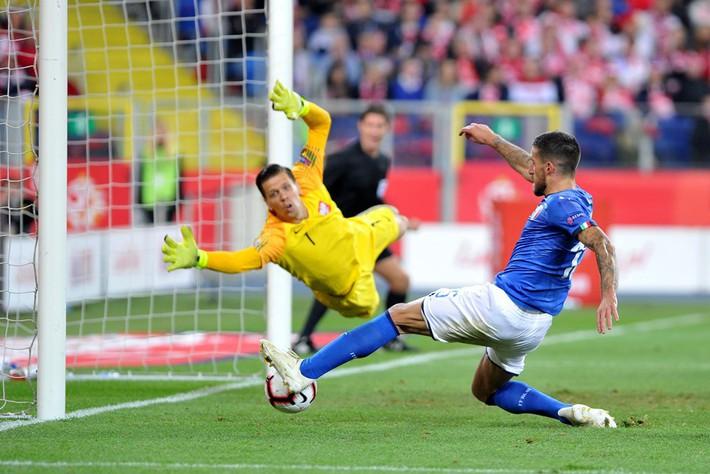 Italia ghi bàn phút bù giờ, tiễn Lewandowski và đồng đội xuống hạng - Ảnh 5.