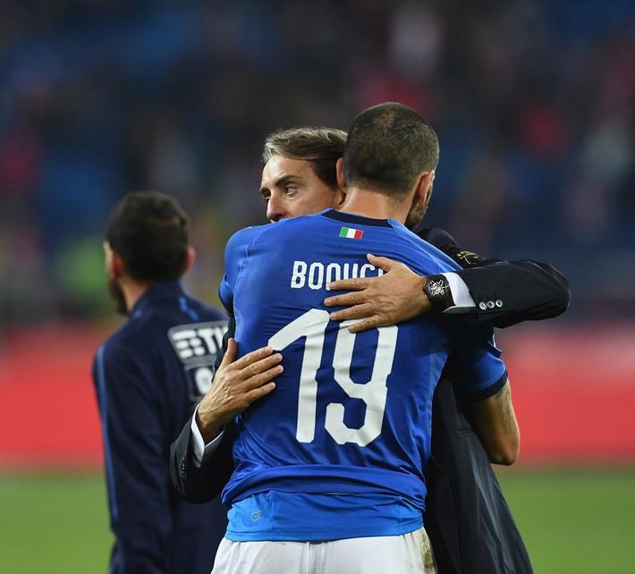 Italia ghi bàn phút bù giờ, tiễn Lewandowski và đồng đội xuống hạng - Ảnh 9.