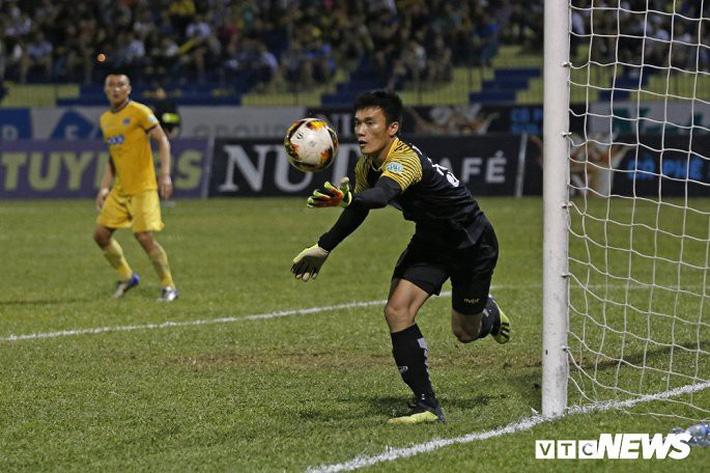 BLV Quang Huy: Bùi Tiến Dũng non kinh nghiệm, sẽ rút ra bài học sau sai lầm - Ảnh 3.