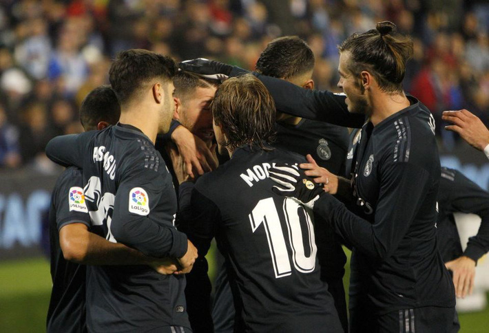 Không phải Conte hay Wenger, Solari chính thức dẫn dắt Real Madrid - Ảnh 1.