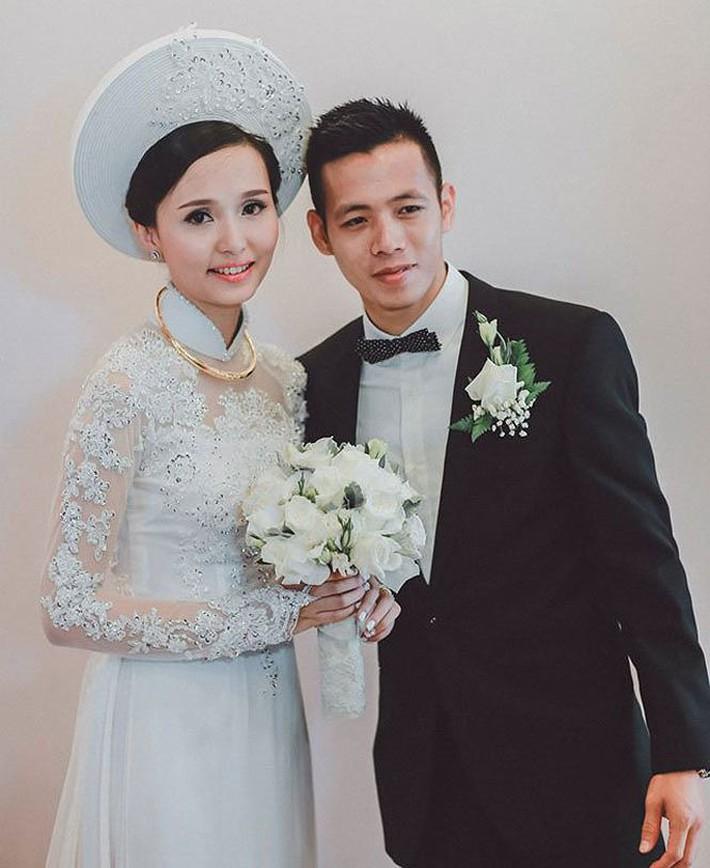 Người vợ xinh đẹp, giỏi giang của thủ quân ĐT Việt Nam - Ảnh 1.