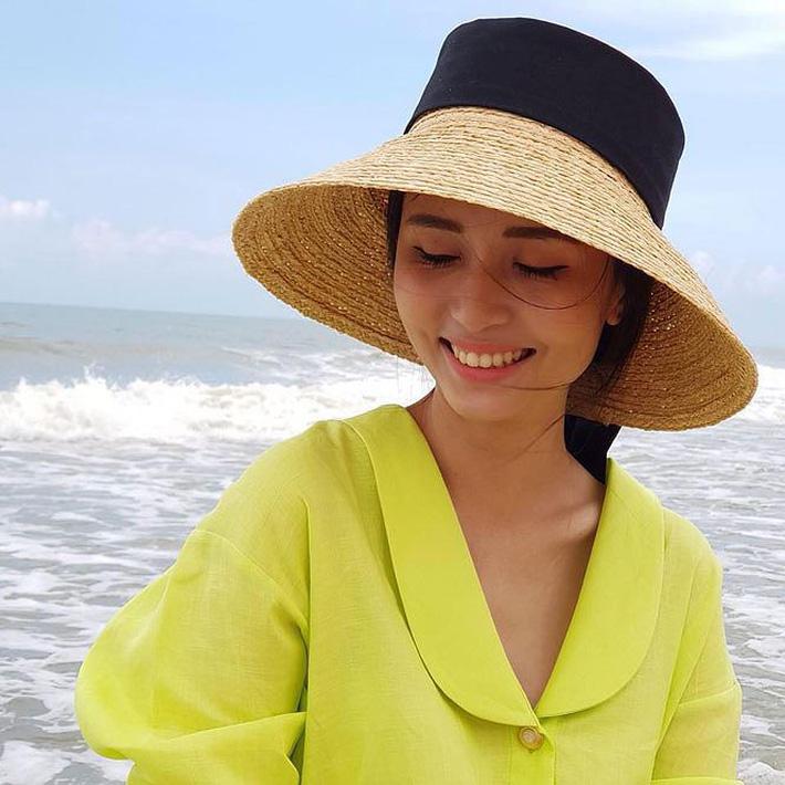 Người vợ xinh đẹp, giỏi giang của thủ quân ĐT Việt Nam - Ảnh 12.