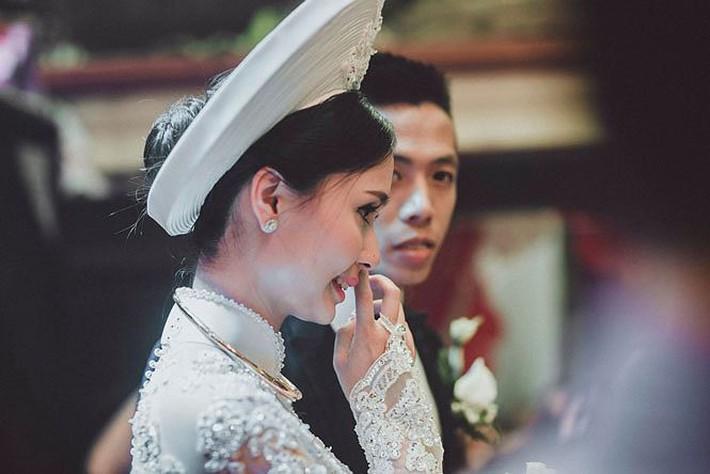 Người vợ xinh đẹp, giỏi giang của thủ quân ĐT Việt Nam - Ảnh 4.