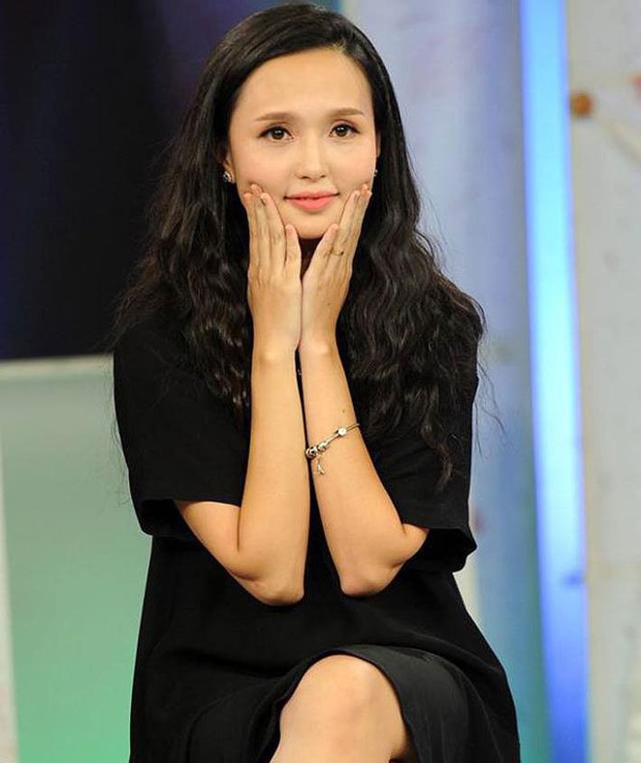 Người vợ xinh đẹp, giỏi giang của thủ quân ĐT Việt Nam - Ảnh 6.