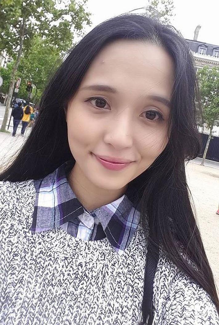 Người vợ xinh đẹp, giỏi giang của thủ quân ĐT Việt Nam - Ảnh 8.