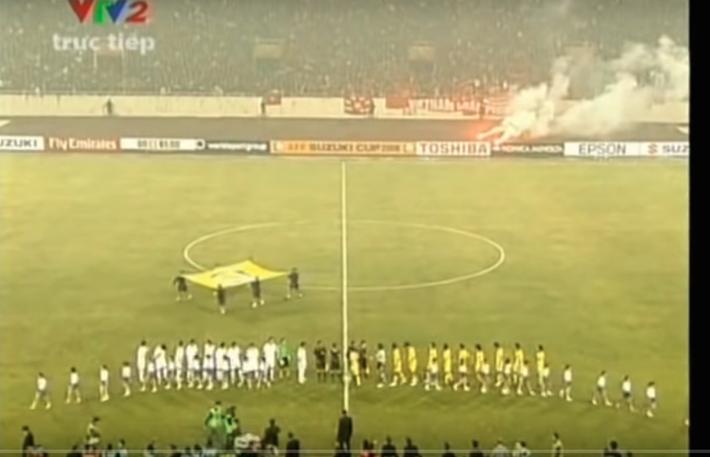 Việt Nam vô địch AFF Cup 2008: Duy Mạnh nhặt bóng ở sân Mỹ Đình, Quang Hải thần tượng Công Vinh - Ảnh 2.