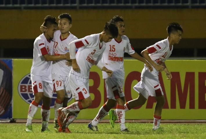 Đồng đội Công Phượng tái hiện siêu phẩm của Công Vinh tại AFF Cup 2008 - Ảnh 1.