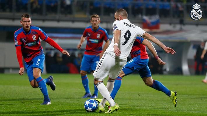Rủ nhau trút mưa bàn thắng, Man City và Real Madrid đặt một chân vào vòng knock-out - Ảnh 2.