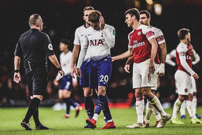 Bị CĐV Arsenal ném chai nước vào đầu, đồng đội của Son Heung-min đáp trả cực mạnh - Ảnh 1.