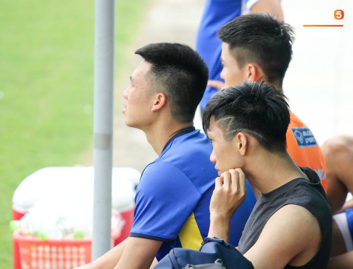 Công Phượng làm tóc giống súp lơ, Văn Toàn trở lại với kiểu ông già đầu bạc - Ảnh 13.