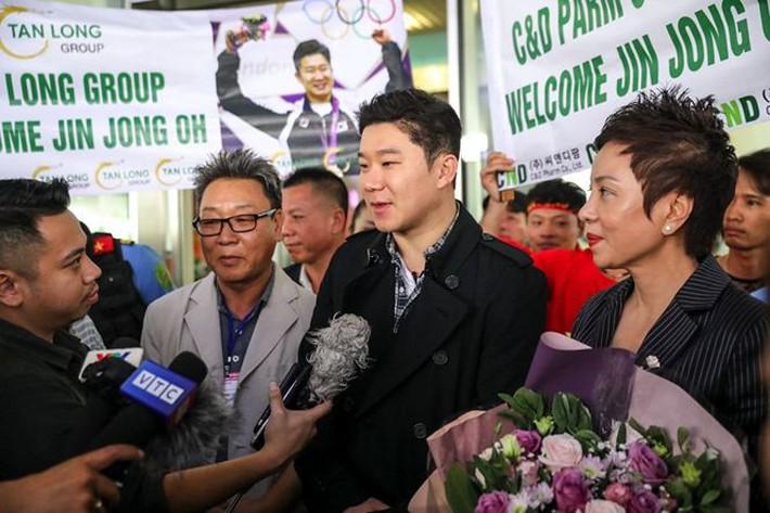 HLV Park Hang Seo và đội tuyển Việt Nam đón khách đặc biệt - Ảnh 1.