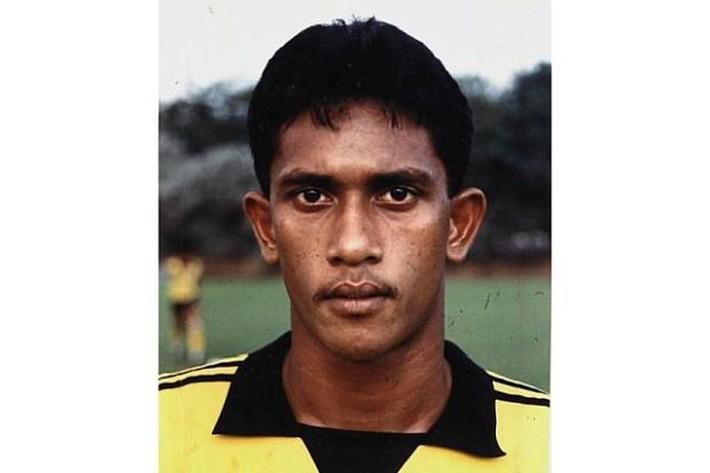Cựu tuyển thủ Malaysia ra đường ăn xin để kiếm tiền chữa bệnh - Ảnh 1.