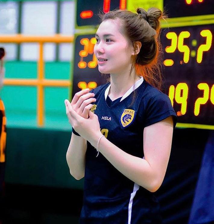 Dung nhan xinh đẹp của 'thiên thần bóng chuyền' Thái Lan - Ảnh 11.