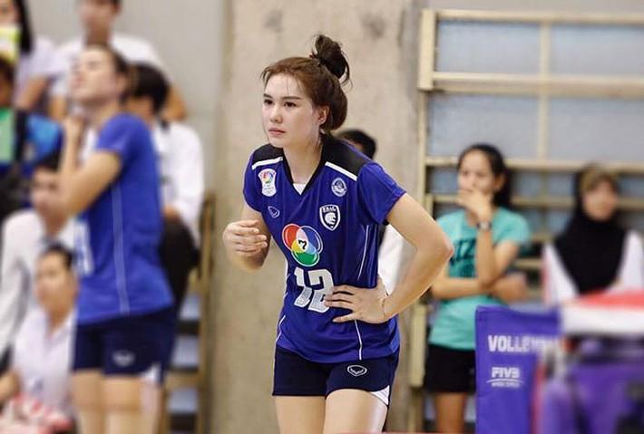 Dung nhan xinh đẹp của 'thiên thần bóng chuyền' Thái Lan - Ảnh 4.