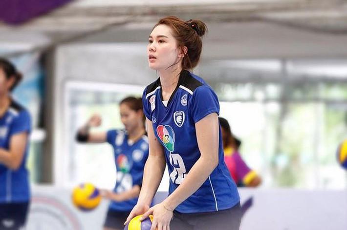 Dung nhan xinh đẹp của 'thiên thần bóng chuyền' Thái Lan - Ảnh 5.