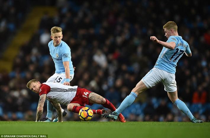 Tân binh 57 triệu bảng ra mắt, Man City sạch lưới, thắng dễ như trở bàn tay - Ảnh 11.