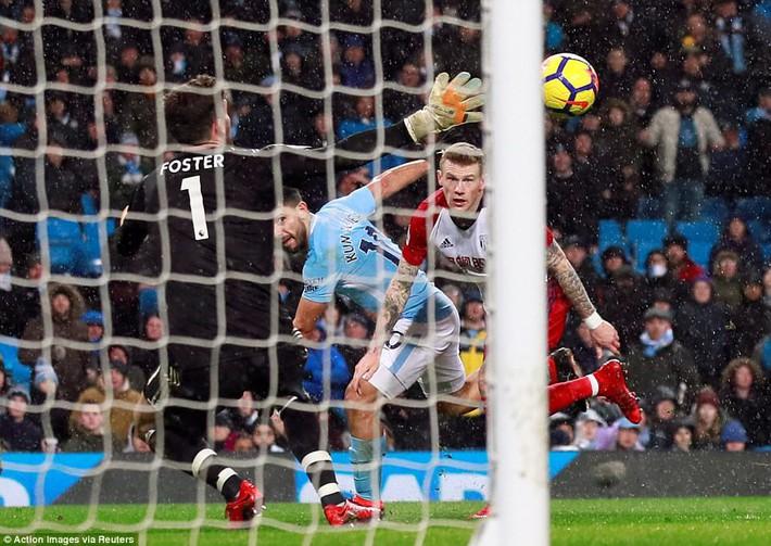 Tân binh 57 triệu bảng ra mắt, Man City sạch lưới, thắng dễ như trở bàn tay - Ảnh 18.