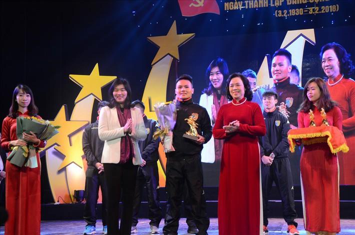 5 cầu thủ U23 Việt Nam được tặng biểu tượng Thánh Gióng - Ảnh 2.