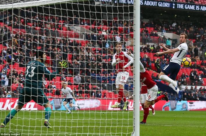 Vắng Alexis Sanchez, Arsenal gục ngã đau đớn trước đối thủ truyền kiếp - Ảnh 3.