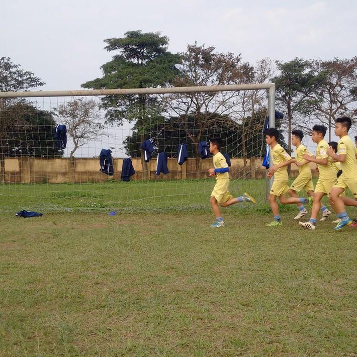 Quang Hải, Văn Hậu và Đức Huy truyền cảm hứng cho các cầu thủ trẻ - Ảnh 9.