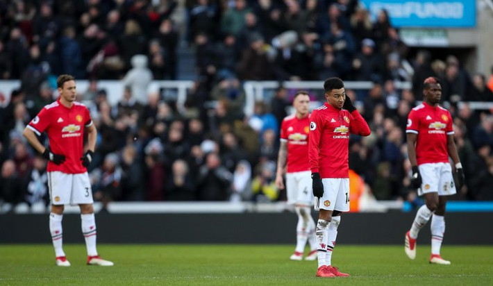 Chơi bóng vô hồn, Man United của Mourinho sắp phá tan tượng đài xây mất hàng chục năm - Ảnh 3.