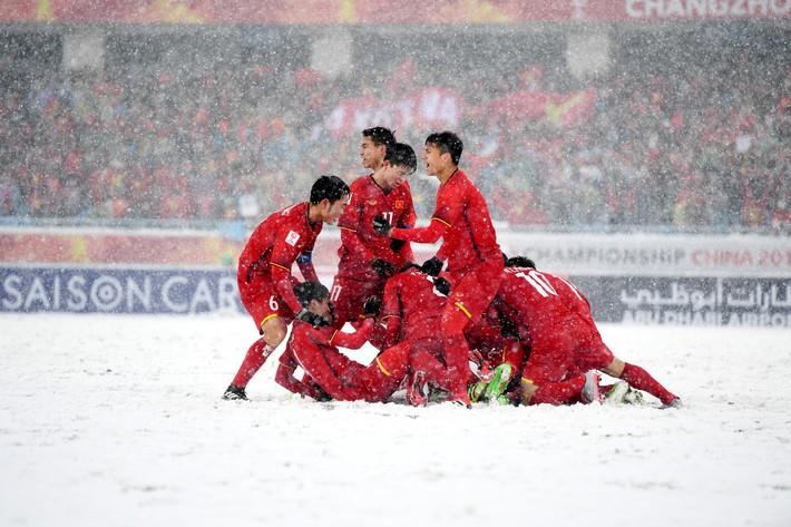 Hóa ra, kỳ tích lớn nhất bầu Đức tặng Công Phượng đâu phải là HCB U23 châu Á - Ảnh 2.
