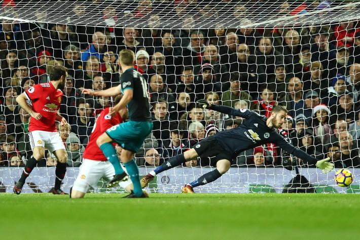 Đã đến lúc Mourinho tước tấm băng đội trưởng của Pogba để tính kế lưỡng toàn - Ảnh 4.