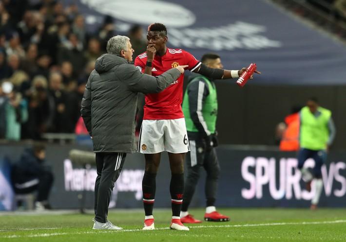 Đã đến lúc Mourinho tước tấm băng đội trưởng của Pogba để tính kế lưỡng toàn - Ảnh 2.