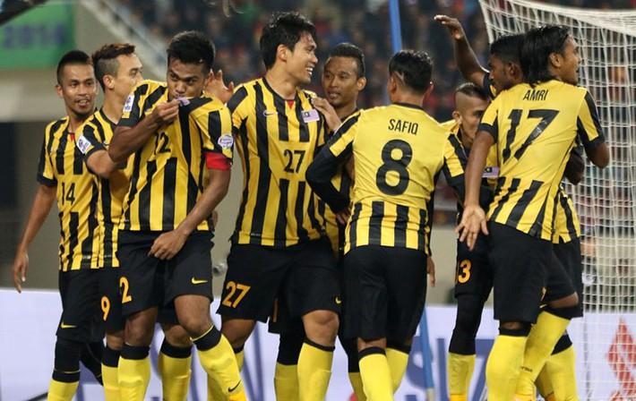 Bóng đá Malaysia 'tạo đáy mới' hoàng tử muốn từ chức - Ảnh 1.