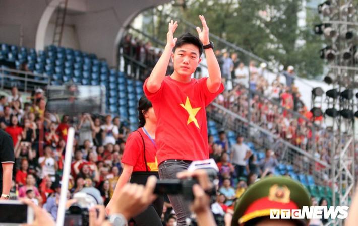 BLV Quang Huy: Xuân Trường xin lỗi, người hâm mộ cũng cần xem lại - Ảnh 1.