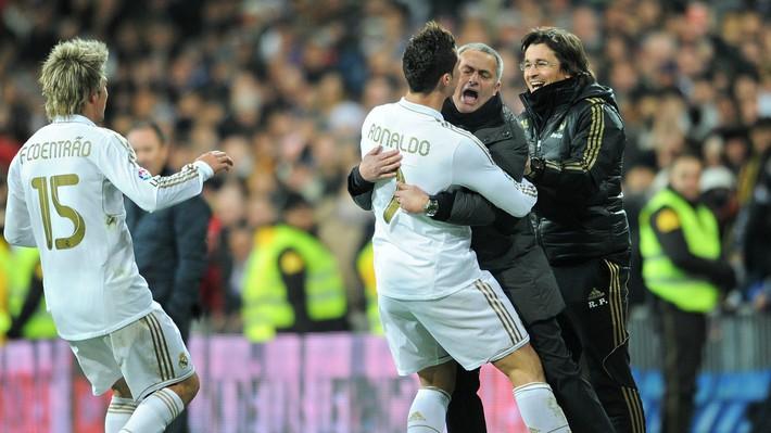 Dành 12 phút nã đạn vào quá khứ, Mourinho dẹp yên cơn bão lớn trong lòng Man United - Ảnh 3.