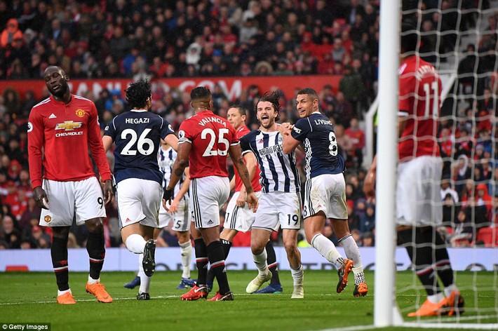 Copy công thức chiến thắng không thành, Man United sụp hầm trước đội bét bảng - Ảnh 18.