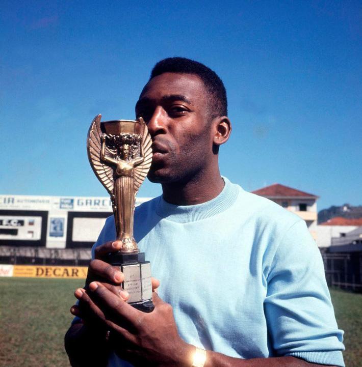 Cựu sao Barca trở thành cầu thủ thành công nhất lịch sử túc cầu - Ảnh 4.