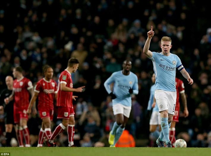 Thắng nghẹt thở ở phút bù giờ, Man City tiến sát danh hiệu đầu tiên - Ảnh 3.