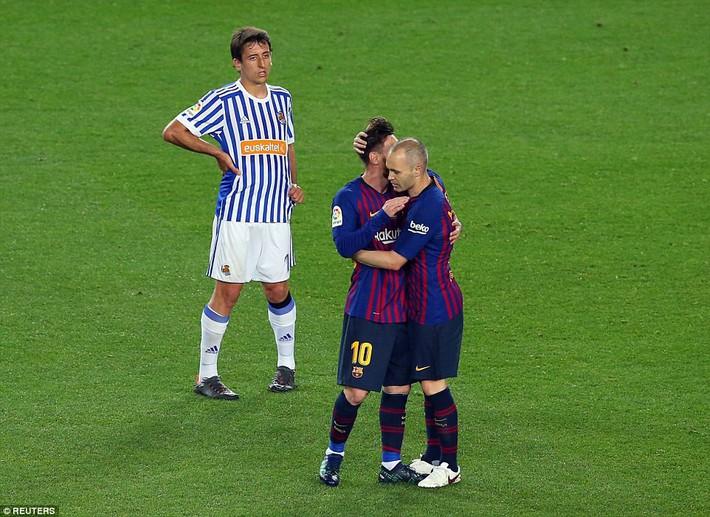 Torres bất ngờ tái hiện hình ảnh sát thủ, Iniesta trọn niềm vui nhờ Coutinho - Ảnh 4.
