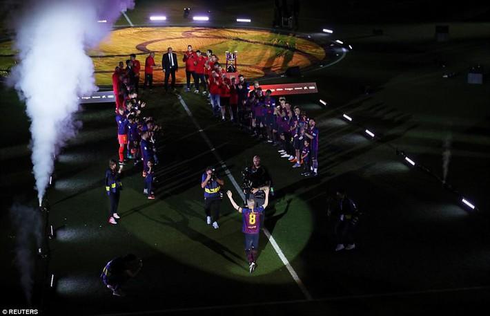 Huyền thoại Iniesta khóc nghẹn trong trận đấu cuối cùng khoác áo Barca - Ảnh 5.