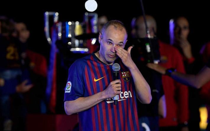 Huyền thoại Iniesta khóc nghẹn trong trận đấu cuối cùng khoác áo Barca - Ảnh 7.