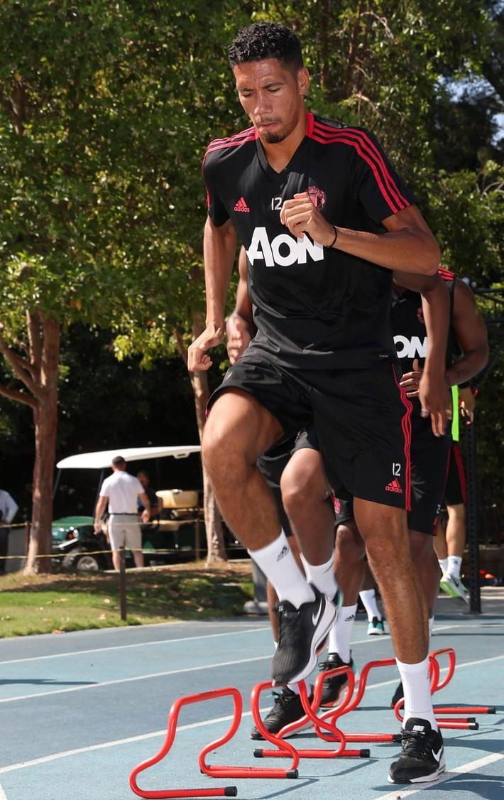 Toàn đội Man Utd sang Mỹ du đấu, riêng Alexis Sanchez ở lại Anh một mình - Ảnh 4.