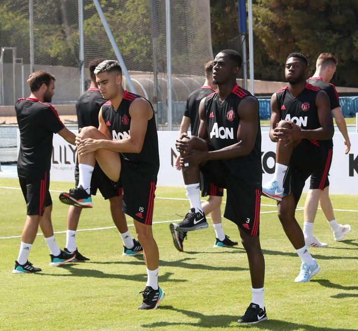 Toàn đội Man Utd sang Mỹ du đấu, riêng Alexis Sanchez ở lại Anh một mình - Ảnh 8.