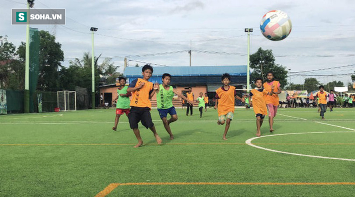 Trong khi cầu thủ Việt tiếp tục đánh trọng tài, thì Campuchia lập kỷ lục thế giới - Ảnh 3.