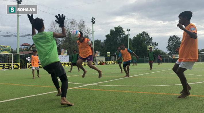 Trong khi cầu thủ Việt tiếp tục đánh trọng tài, thì Campuchia lập kỷ lục thế giới - Ảnh 4.