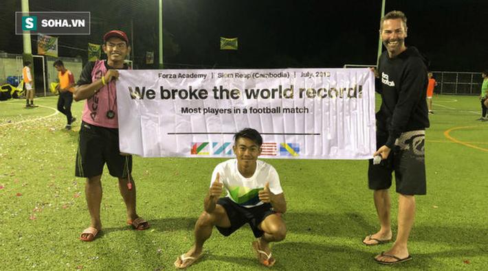 Trong khi cầu thủ Việt tiếp tục đánh trọng tài, thì Campuchia lập kỷ lục thế giới - Ảnh 5.