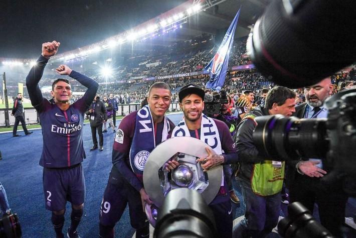 Một năm sau ngày hỉ hả ra đi, Neymar giờ cuống quýt trong tuyệt vọng - Ảnh 3.