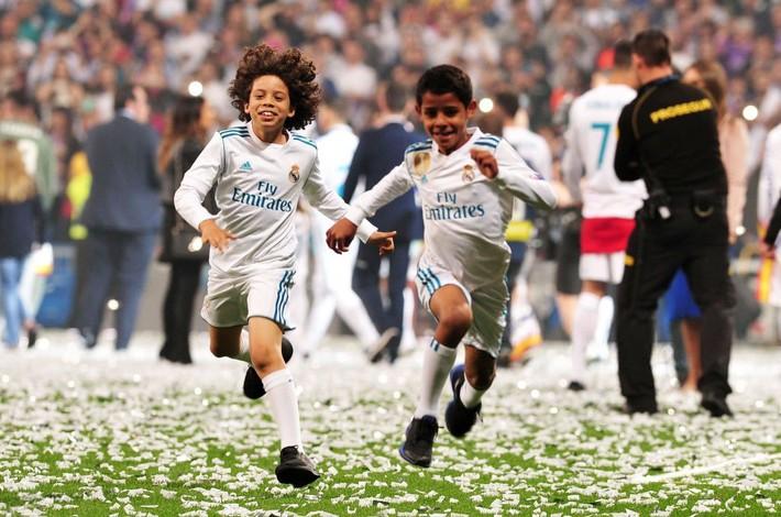 Cristiano Ronaldo: Hổ xuống đồng bằng, chó nhà khinh? - Ảnh 2.