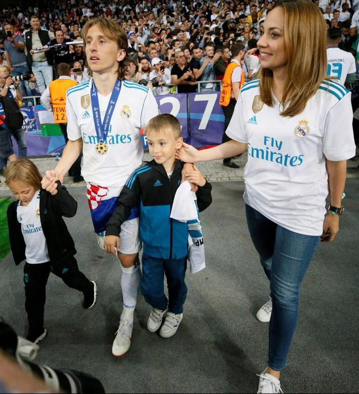 Bất ngờ với người thay Ronaldo gánh nhiệm vụ bán áo cho Real Madrid - Ảnh 3.