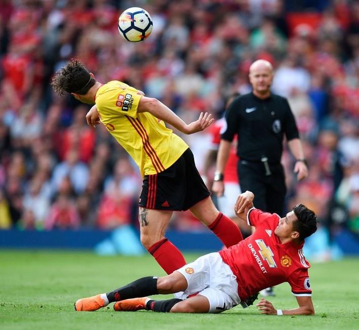 Chặt cụt cánh xong bắt Alexis Sanchez bay, thì bay kiểu gì hả Mourinho? - Ảnh 3.